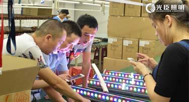 现场指导外贸公司客户调试DMX512洗墙灯