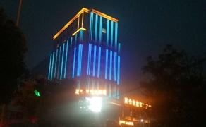 乌程大酒店大楼全彩线条灯动态效果亮化
