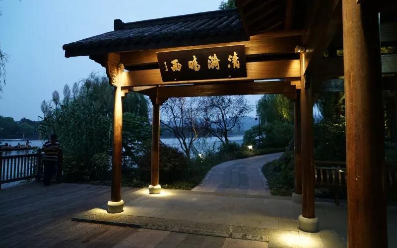 西湖国宾馆的灯光夜景欣赏