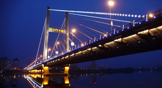 手绘线条图像桥