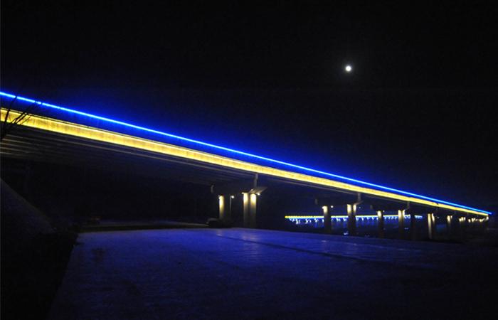 选用蓝光LED线条灯时需要注意的问题点